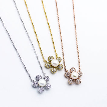 Daisy pearl stone necklace
