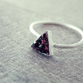 raw crystal ring, red garnet ring, raw stone, tiny stone ring, raw gemstone, garnet ring, crystal ring, rough crystal ring, triangle ring