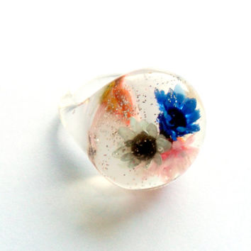 Vintage Flower Embedded Lucite Ring Glitter Bubble Pink Blue White Size 6 7 Sparkles Chunky Mod Retro Kitsch Style