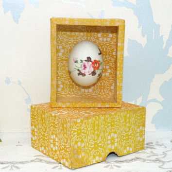 Oriental Painted Egg in Display Box, Hand Painted Flowers and Foliage Design, Kwangtung Arts and Crafts, Kitsch Collectable, Egg 02