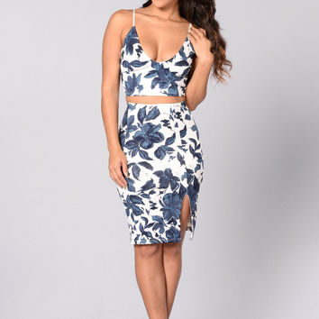 Floral Glamour Top - Ivory/Navy