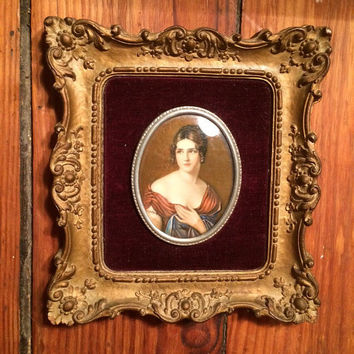 vintage cameo of Pauline Bonaparte in ornate heavy frame, velvet backed with covex glass