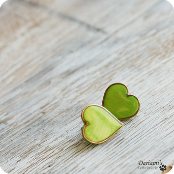 Post earrings -Grass green Hearts