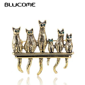 Blucome Vintage Green Eyes Cats Shape Brooches Antique Gold Animal Family Pins Brooch Suit Scarf Collar Clips For Women Men Kids
