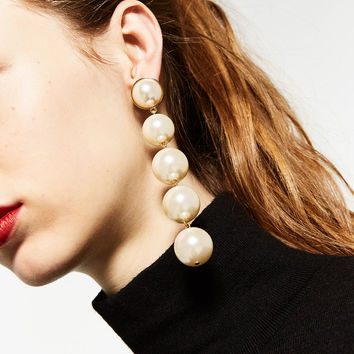 DANGLING PEARL EARRINGS DETAILS