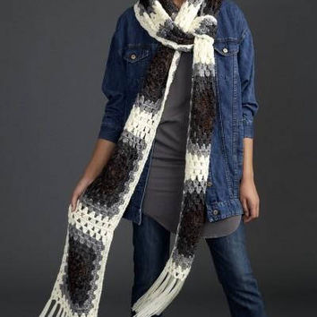 Oversized scarf Chunky scarf Fringe scarf Crochet scarf Extra long scarf Unique scarf Knit scarf Womens scarf Gray scarf Big scarf cowl