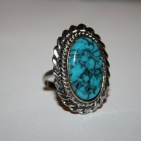 Size 8 Vintage silver tone ring with turquoise stone  FREE US SHIPPING