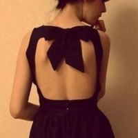 Wear It / black back and bow
