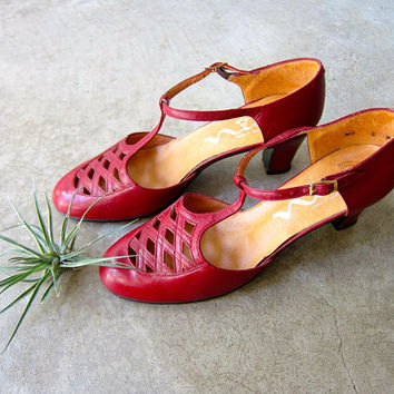 vintage 60s Red Leather Sandals T Strap High Heels Cut Out Red Leather Pumps 50s Modern Cocktail Sandals Buckled Shoes Womens 7.5 8 N