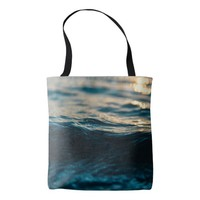 Ripping waves in the sea tote bag