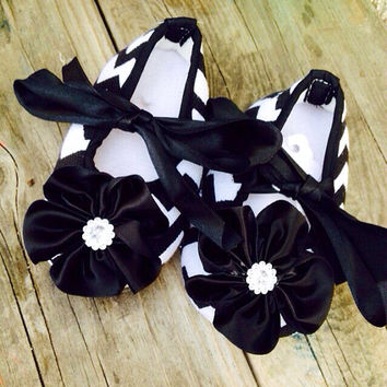Chevron Baby girl shoes, black baby shoes, fancy shoes, crib shoes, holiday shoes