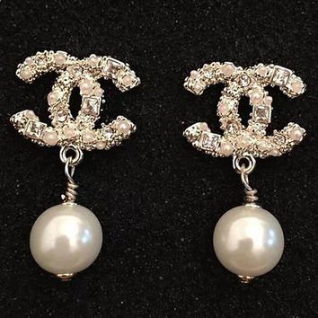 8DESS Chanel Women Fashion Pearl Stud Earring Jewelry