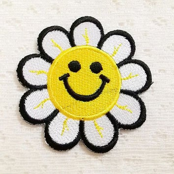 Daisy Flower Smiley Face New Iron On Patch Embroidered Applique Size 6.1cm.x6.2cm.