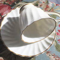 Vintage Footed Demitasse Cup and Saucer H4800 Royal Doulton England White Porcelain Gold Flower Spray Tea Cup Collectors