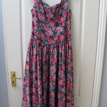 Laura Ashley dress - Laura Ashley vintage dress - 1950s dress -  Rockabilly dress - Tea Dress - Floral Dress - size 12 - Fifties Clothing