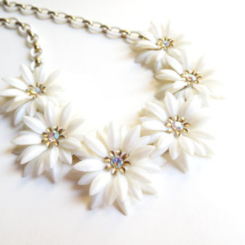 Vintage Flower and Rhinestone Necklace, White Floral Necklace, Daisy Flower Choker, Gold Tone Metal