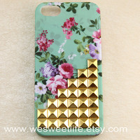 iphone 5c case, golden Studded Iphone Case, Vintage Pink Flower Light Green Iphone 5c Case, Hard case for iphone 5c