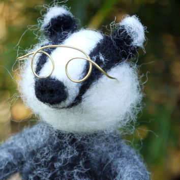 Needle felted badger, felt animal badger, miniature animal sculpture, felted miniature, felted badger, needle felted animal, felt animal