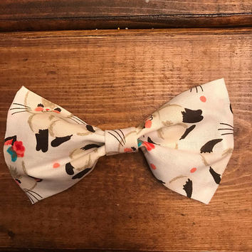 Girls kitten fabric hair bow, girls cat hair clip, large hair bows, kitten hair bow, white hair bow, kiten hair bow, cat and kitten hair bow