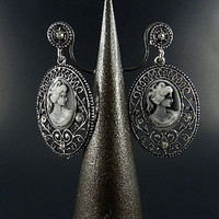 FASHION METAL BASE CAMEO DANGLING EARRING