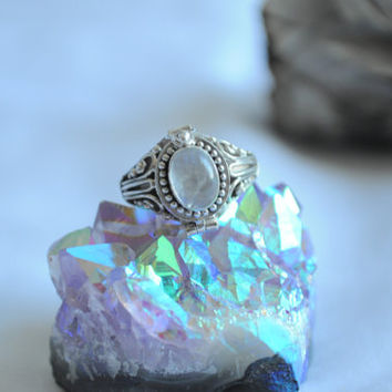 Vintage Sterling Silver Moonstone Poison Ring // Locket Ring // Size 7