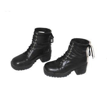 black lace up platform boots early 90s grunge minimalist chunky vintage lug sole booties size 7