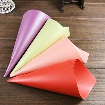 50pcs Wedding Paper Cones Box Wedding Favors Cone Candy Box Marriage Embalagem Gift Box Packaging Pearl Paper