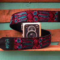 Leather camera strap with traditional Guatemalan embroidery - Colibri (Hummingbird) in magenta, turquoise - CBC2