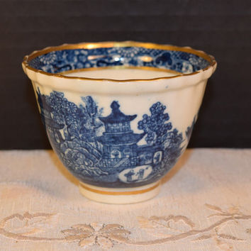 Blue Willow Tea Bowl Vintage Blue and White China Footed Tea Cup Gold Accents Chinese Fruit Cup Blue and White Willow Tableware Collectible