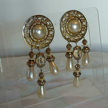 Lightweight Shoulder Dusters Faux Pearl Dangle Earrings Clip Ons 1970s Wedding Vintage Jewelry