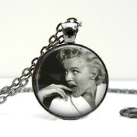 Marilyn Monroe Necklace : Silly Black & White Photo