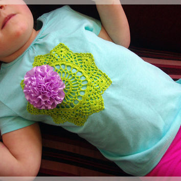 Kids green blue t-shirt with green crochet doily applique and ribbon rosette SIZE 3T, kids upcycled t-shirt, girls cotton t-shirt vintage