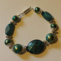 Beaded Green Marbled bracelet with magnetic clasp V4625