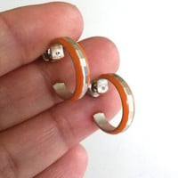 Vtg Small Orange Enamel Aluminum Hoop Pierced Earrings 1970s Diamond Cut