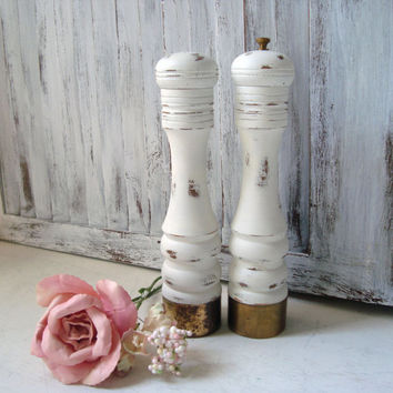 Shabby Chic White Pepper Mill and Salt Shaker Set, Vintage Wooden Salt and Pepper Set, Distressed, Pepper Grinder, Nasco