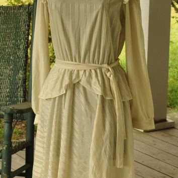 Ruffles 1970s Vintage Dress/1970s Woman's Dress/ Retro 1940s Cream Color Peplum Dress Size Medium