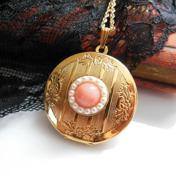 Vintage Avon Special Memories Locket Gold Tone Faux Coral Pearl Pendant Necklace