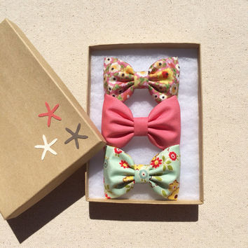 Modern pink floral, coral, and summer green floral hair bow set from Seaside Sparrow.  Perfect birthday gift for any girl.
