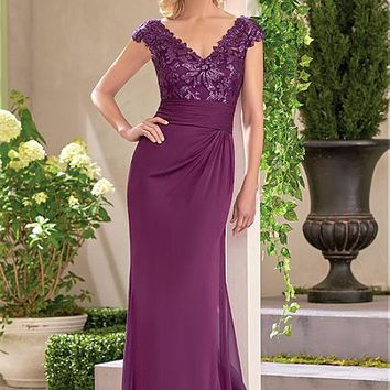 [115.99] Elegant Chiffon V-neck Neckline Sheath Mother Of The Bride Dresses With Lace Appliques - dressilyme.com