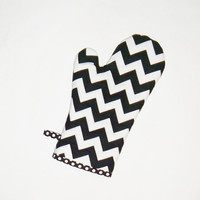 Oven Mitt - Black and White Chevron -Mother's Day - Gift for Foodie - Gift Under 20