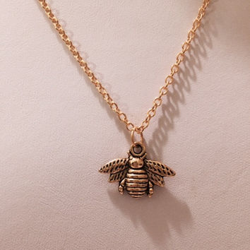 Queen Bee Necklace, Gold Jewelry, Bee Charm, Honey Bee Jewelry, Insect Jewelry, Bumble Bee, Girls Jewelry, Science, Birthday, Holiday Gift