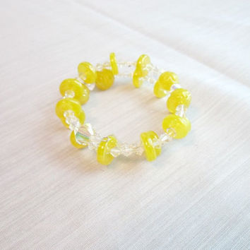 Bracelet Vintage Lemon Glass Beads with Aurora Boreali accent beads vintage inspired memory wire bracelet vintage beads treasuresRtimeless