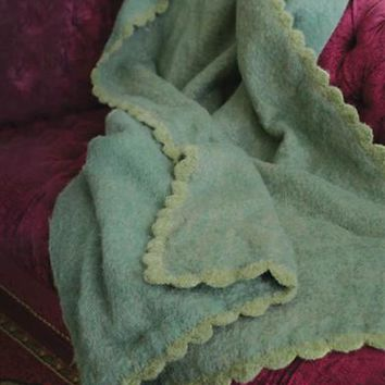 GREENSLEEVES WOOLEN THROW - Green Wool Blanket