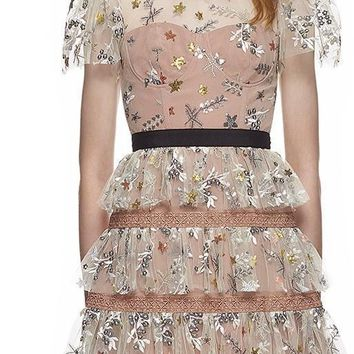 Portrait Summer Dress 2018 Runway Mesh Patchwork Embroidery Floral Short Sleeve Lady Ruffles Cake Party Mini Dress