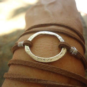 HAMMERED RING & SUEDE Wrap Bracelet (540)