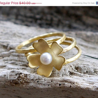 ON SALE Stacking rings with 24k gold plated flower set of 3 - Pearl ring -24k gold plated brass rings set -