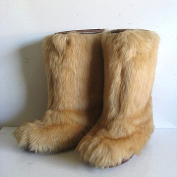 Vintage 80s Mukluks Boots Fawn Brown Fake Fur Apres Ski Boho Chic Winter Boots 6-8