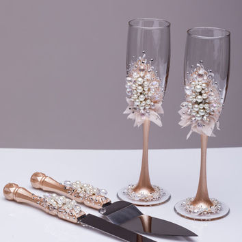 Wedding glasses and cake server set pearl Champagne flutes cake cutting ivory wedding toasting glasses Personalized toasting flutes Set of 4