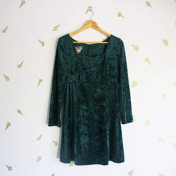 vintage 90s dress / crushed velvet / dark green / sweetheart neckline / babydoll mini / long sleeves / goth / fall + winter / medium