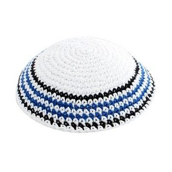 C KNITTED KIPPAH 17 CM- WHITE WITH COLORS AROUND